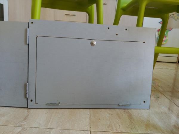 Puerta acceso a la segunda batería
