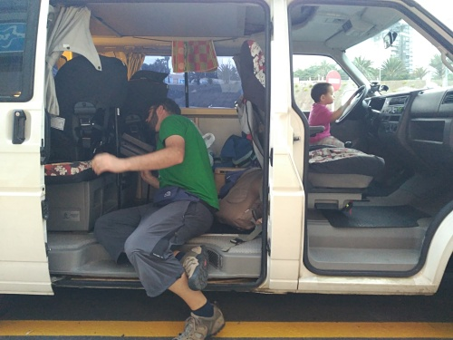 Viajar a contramarcha en furgo es posible