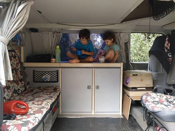 En furgo con niñxs -RETOS Y SECRETOS- por 9 familias blogueras